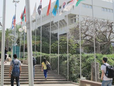 סטודנטים סמוך למכון אלי הורביץ